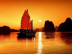 Boat at Sunrise in Ha Long Bay Vietnam Wallpaper Vietnam Tours, Hanoi Vietnam, Vietnam Travel, Asia Travel, Laos, 1 Day Trip, Share Pictures, Vietnam Voyage, Ha Long Bay