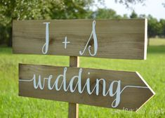 Super cute sign for the road // Wedding Name Sign Wedding Sign with Names by countryblissdesigns