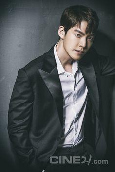 Kim Woo Bin - Cine21 Magazine vol. 1085