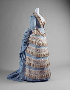 Victorian Dress (Ball Gown) House of Worth (French, Designer: Charles Frederick Worth (French (born England), Bourne Paris) Date: ca. 1872 Culture: French Gift of Mrs. Philip K. 1870s Fashion, Victorian Fashion, Vintage Fashion, Victorian Era, House Of Worth, Historical Costume, Historical Clothing, Historical Dress, Vintage Gowns