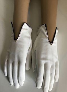 Women/'s vintage pink bracelet length shaped edge gloves size 6