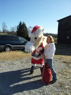 My daughter dressed her horse Harvey up as Santa for Christmas Christmas Horses, Cowboy Christmas, Christmas Animals, Christmas Fun, Horse Costumes, Animal Costumes, Horse Paddock, Santa's Nice List, Christmas Costumes