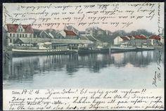 """Telemark fylke SKIEN. Kolorert kort fra havna med flere båter, bl.a. """"Inland"""", """"Dyre Vaa"""" og """"Nordsjø"""". Utg Boghandler Nilssen postgått 1906"""