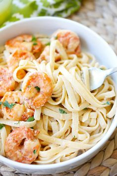Crispy shrimp pasta - the best shrimp pasta ever with rich creamy sauce and cajun-seasoned crispy fried shrimp. So easy to make and takes only 30 mins. Easy Delicious Recipes, Great Recipes, Favorite Recipes, Yummy Food, Healthy Recipes, Family Recipes, Healthy Meals, Healthy Food, Tasty