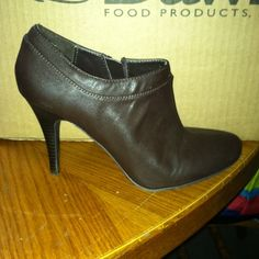 CUTE BROWN HEELS REDUCED Cute brown heels, size 7, zip up on the sides, only worn once! Look great with jeans!! merona Shoes Heels