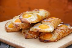 Gluten free Apricot Danish! Recipe here - http://www.glutenfreebaking.co.uk/wp-content/uploads/2016/10/Apricot-Danish.pdf YouTube video here - https://www.youtube.com/watch?v=W0q2wqCwn0w This recipe also features in our classics of European Baking emagazine which you can find here - https://issuu.com/ianthack/docs/finalfinalfinal/1?e=9454885/35971095