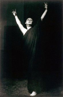 Isadora Duncan performing barefoot. Photo by Arnold Genthe during her 1915–18 American tour.