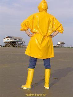Imper Pvc, Pvc Raincoat, Bronze, Rain Gear, Girls In Love, Girls Wear, Strand, Rain Jacket, Windbreaker