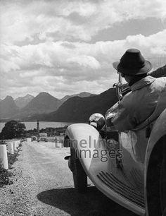 Autoreisen, 1930er. ullstein bild - Max Ehlert/Timeline Images #Autoreise #Autofahrer #Landschaft #Sommer #Ausflug #Österreich #Alpen #30er #1930er #Oldtimer Cowboy Hats, Pictures, Posh Cars, Alps, Antique Cars, Monochrome, Landscape