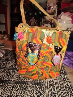 ‪Found this beautiful #‎palmfrond‬ hand stitched African couple summer beach bag likely from the 70's made in Bahamas. #girlrillavintage