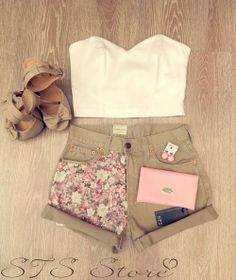 Outfit : floral shorts, cute bow heels