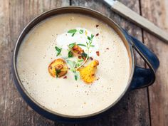 Soppa på gula kantareller och sherry | Recept från Köket.se