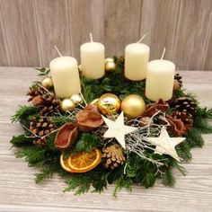 Rose Gold Christmas Decorations, Christmas Arrangements, Christmas Flowers, Christmas Candles, Christmas Centerpieces, Xmas Decorations, Diy Christmas Room, Christmas Advent Wreath, Christmas Time