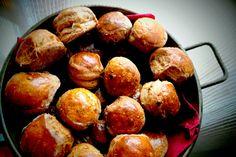 Cheffeleség: Olivabogyós magvas pogácsa felemás lisztből Pretzel Bites, Bread, Food, Brot, Essen, Baking, Meals, Breads, Buns