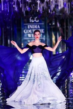 All roads led to Taj Palace yesterday because Manish Malhotra unveiled his 2017 couture collection amongst a set of mirrors, black paper roses and a metallic ramp. We actually got a chance to go backs. Indian Wedding Gowns, Indian Dresses, Indian Outfits, Manish Malhotra Lehenga, Sabyasachi, Bridal Gown Styles, Bridal Dresses, Manish Malhotra 2017 Collection, Bridal Collection