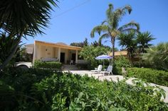Casa Vacanze Villa Danilo Avola Offering a barbecue and views of the garden, Casa Vacanze Villa Danilo is situated in Avola in the Sicily Region. Siracusa is 18 km away. Free private parking is available on site.