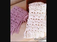 Learn how to crochet this openwork scarf of white and purple. We have a free crochet pattern of this amazing