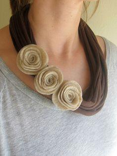 Mocha Felt Rose T-Shirt Scarf Necklace di swirlsisters su Etsy