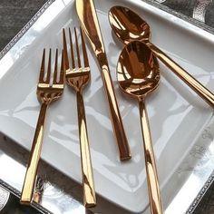 Rose Gold flatware brings this years hottest metallic to your tabletop  #arezzorosegold #registrywedding #giftidea #giftsforher #valentinesday2018 #weddingregistry #registredemariage #montrealweddingplanner #montrealeventplanner #weddingplanning #wedding #wedding2018 #wedding2019 #CadeauxIDEEDICASA #IDEEDICASAGiftware #weddingorganizer #bridalshower2018 #bridalshowergift #showerdemariage #weddinginspiration #montreal #montrealwedding #laval #mtl #corporatefavors #instawedding #instagift…