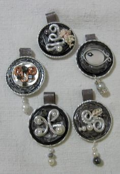 Ciondoli grigi - fatti con capsule Nespresso Homemade Jewelry, Jewerly, Bracelet Watch, Diy And Crafts, Recycling, Cufflinks, Mini, Accessories, Craft