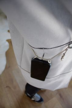 DIY Handy Necklace | Eine Handykette einfach selber machen Nano Bag, Diy Blog, Small Leather Goods, Little Bag, Style Me, Arrow Necklace, Jewelry Accessories, Arts And Crafts, Fashion Outfits