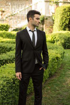 Groom, Bräutigam, Groom Portrait, Bräutigam Portrait, Wedding Photography, Hochzeitsfotografie, Posing Inspiration Slim Fit Tuxedo, Tuxedo For Men, New Mens Suits, Men's Suits, Formal Wedding, Wedding Suits, Business Formal, Business Suits, Blazer Suit