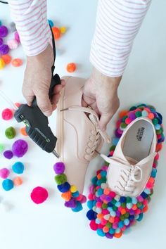 DIY: Pom Pom Clown Schuhe – New Ideas You are in the right place about kids recipes to make Here we offer you the most beautiful pictures about the kids recipes halloween you are looking for. When you examine the DIY: Pom Pom Clown … Cute Clown Costume, Clown Costume Women, Clown Halloween Costumes, Halloween Kostüm, Halloween Outfits, 80s Costume, Circus Costume, Circus Clown, Clown Clothes