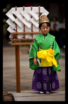 Japanese boy looking thoroughly unhappy in his traditional outfit. Photo by Incanus Japan on flickr.