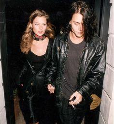 Kate Moss and Johnny Depp Fashion Guys, Fashion Models, Cheap Fashion, Cindy Crawford, Kate Moss Stil, 90s Grunge Hair, Young Johnny Depp, Moss Fashion, Johny Depp