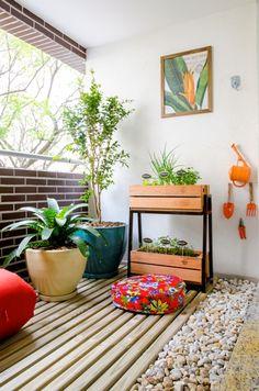Horta para varanda de apartamento, São Paulo. Projeto arquiteta e paisagista Camila Simhon.