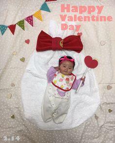 2-14happyValentine♡ チョコの代わりに私をプレゼン♡ #寝相アート#赤ちゃん#女の子#2ヶ月#12月生まれ#バレンタイン#リボン#プレゼント