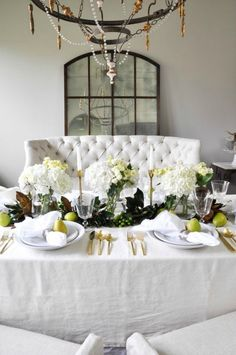 10 Insanely Beautiful Thanksgiving Tablescapes - Connecticut in Style Thanksgiving Traditions, Thanksgiving Centerpieces, Hosting Thanksgiving, Family Thanksgiving, Connecticut, Festival Decorations, Table Decorations, Centerpiece Ideas, Table Settings