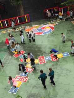 pintamos-el-patio-del-cole-1 Preschool Playground, Playground Games, Playground Flooring, Outdoor Playground, Playground Painting, Toddler Play Area, Classroom Art Projects, Outdoor Gym, School Design