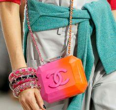 Resultado de imagen de chanel ombre pink bag