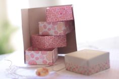 DIY origami secret box. tutorial in French with video instructions from Avec Ses10 Ptits Doigts.