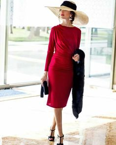 Classy lady in red Classy Outfits, Beautiful Outfits, Fancy Hats, Looks Chic, Elegant Outfit, Lady In Red, Fashion Dresses, Gowns, Stylish