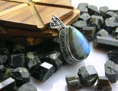 Labradorite Jewellery – Vintage Labradorite Old Sterling Silver Pendant – a unique product by IndianCraftPalace on DaWanda