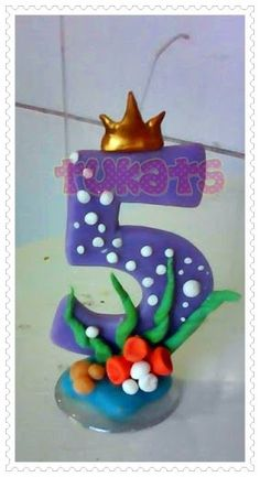 Resultado de imagem para vela personalizada de biscuit Fondant Numbers, Fondant Letters, Fondant Toppers, Cupcake Toppers, 3d Cake Tutorial, Happy Birthday Candles, Cute Cakes, Diy And Crafts, Clay