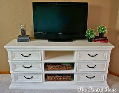 Media console / dresser Sherwin Williams Westhighland White