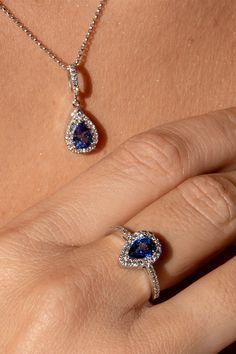#Set #Loom #Handmade #NaturalGemstones #BlueSapphires #Diamonds #MajesticCollection. Zafír, z rodu korundov, je po diamante druhý najtvrdší drahokam, čo ho zaraďuje medzi najpreferovanejšie drahé kamene v klenotníckej sfére. Tento fakt určite poteší aj mužov, ktorí plánujú svojej milovanej darovať zafírový zásnubný prsteň. V tomto duchu vám dávame do pozornosti našu srdcovku, zafírovo-diamantový prsteň Loom. A keďže sa blížia Vianoce, pribaľte k nemu aj čarovného súrodenca – prívesok Loom. Sapphire Diamond, Blue Sapphire, Loom, Gemstones, Rings, Jewelry, Diamond, Loom Knitting