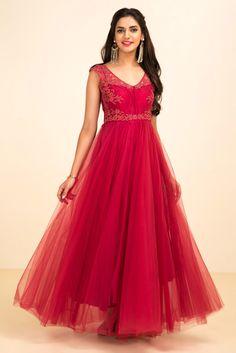 YUTI SHAH Maroon Embroidered Gown #flyrobe #wedding #weddingoutfit #flyrobeweddings #receptionoutfits #designerwear #designergown #receptiongown