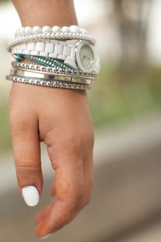 White and Gold accessories and manicure #Colgate #OpticWhite #WeddingMonth http://bit.ly/1lc9DHM
