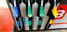 """""""C'est la volonté d'avoir une convergence entre l'essence et le diesel"""", explique le porte-parole du gouvernement, Christophe Castaner."""