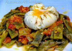 Judías verdes con tomate y huevo pochado