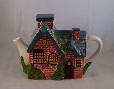 Everett's Cottage Tea Pot Thomas Kinkade Collection 2005 Coffee Time, Tea Time, Victoria Sponge Cake, Tea Kettles, Thomas Kinkade, Tea Cozy, Chocolate Pots, Tea Accessories, Sweet Tea