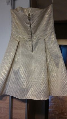 Złota sukienka na wesele