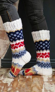 Sarah-sullavikat | Meillä kotona Fair Isle Knitting, Knitting Socks, Wool Socks, Leg Warmers, Textile Art, Mittens, Knit Crochet, Shoe Boots, Sewing