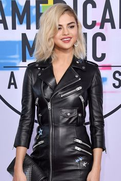Selena Gomez Makes a Triumphant Return to the AMAs After Her Kidney Transplant