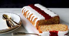 Runebergin kakku on oiva vaihtoehto erillisille tortuille, sillä leivontaan riittää yksi vuoka. Tähän reseptiin voit käyttää leipä- tai kakkuvuokaa ja koristella kumotun kakun. Anna sen kuitenkin jäähtyä ensin. Goodness Sake, Koti, Buffet, Cheesecake, Food And Drink, Cooking, Desserts, Recipes, Anna