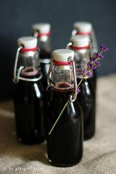 in die flasche geflüstert: blaubeer-lavendel-sirup (nein- ihr müsst keine…